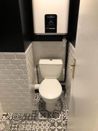Rénovation et décoration d'un WC dans un appartement à TOUQUES 14800