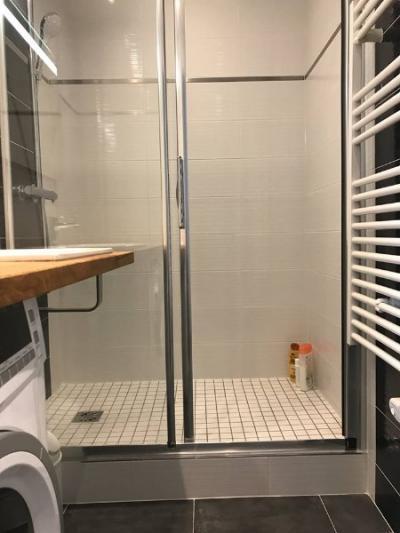 Création d'une salle d'eau avec douche dans un appartement à CABOURG 14390