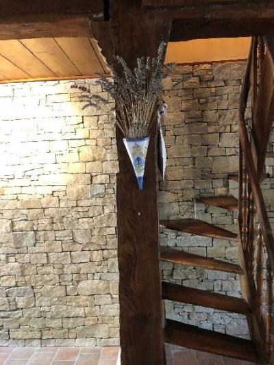 Rénovation et décoration d'un murs en parement pierre naturelle à TROUVILLE SUR MER 14360