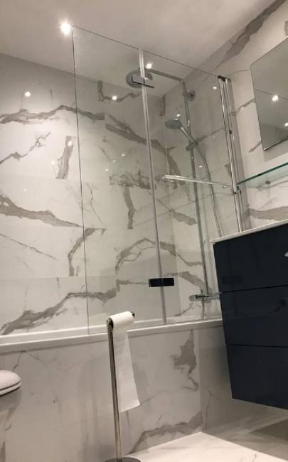 Rénovation d'une salle de bains en marbre à DEAUVILLE 14800