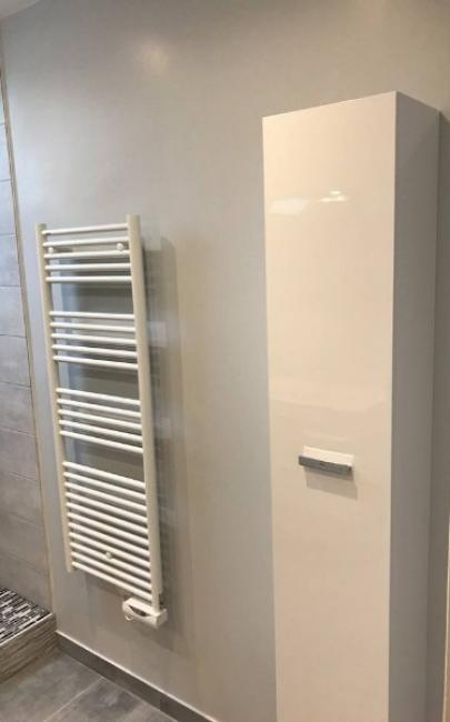 Remplacement d'une salle de bain par une salle de douche dans une maison à TOUQUES 14800