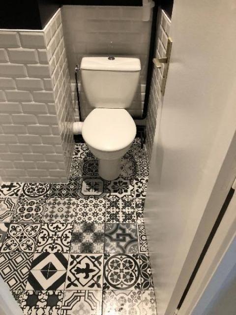 Rénovation et décoration  d'un toilette à TOUQUES 14800