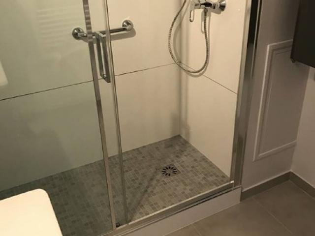 Création d'une salle de douches à l'italienne dans un appartement à BLONVILLE SUR MER 14910